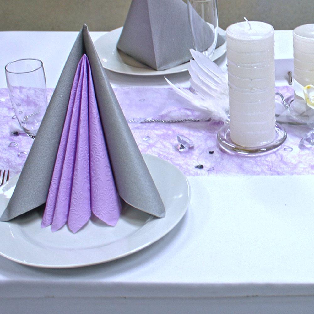 Tischdekoration, Servietten, Kerzen und Streumaterial für Hochzeiten und Feiern