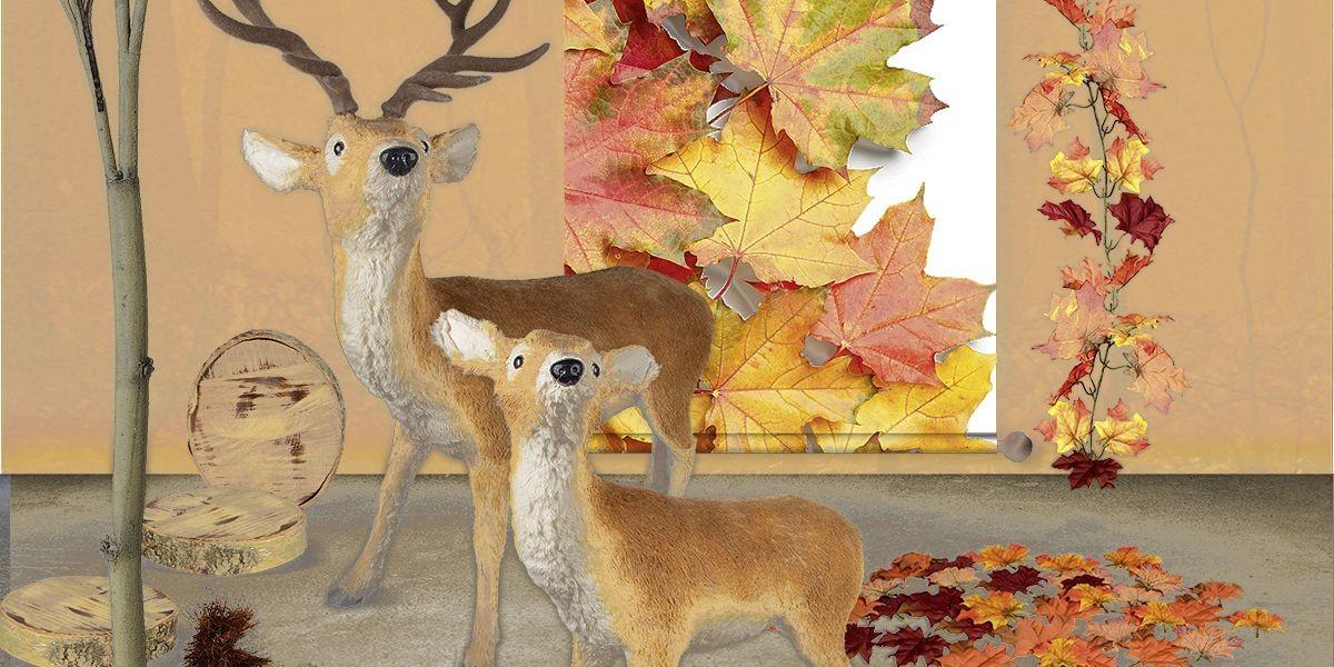 Herbstdekoration mit Birkenstämmen, Blattwerk und Reh-Attrappen